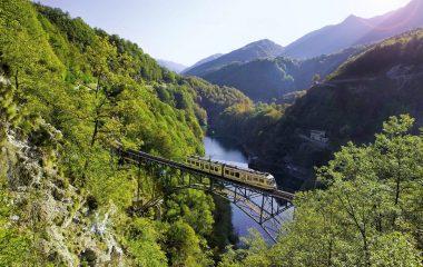 La Ferrovia Vigezzina: una vacanza magica attraverso la storia e le tradizioni che devi fare almeno una volta nella vita!