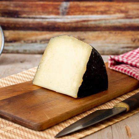 """Aged Tuscan black-skinned pecorino cheese """"Il Corvino"""""""