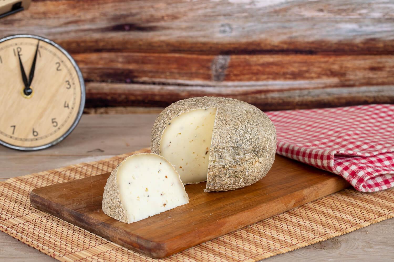 "The ""Piacere"" – aged pecorino with truffle"